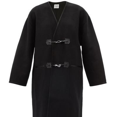 Toteme 新款 V领金属搭扣大衣 码全<br />8折€596(约4547元)