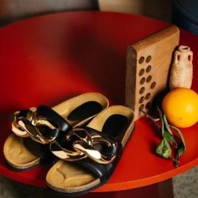 24S:折扣区热卖 封面JWA粗链条拖鞋$245,Chloe C字钱包$258<br />低至2折AcneStudioT恤$65